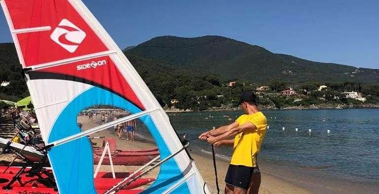 """Corsi di Windsurf all""""Elba: EWS vi aspetta a Procchio"""